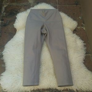 Alo Yoga cropped leggings size S
